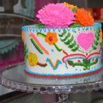 Novidade da confeitaria para colorir as festas, bolo parece que ganhou bordado