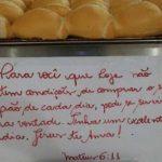 Dono de padaria que doa pão a quem não pode pagar comenta repercussão: 'Freguesia até aumentou'