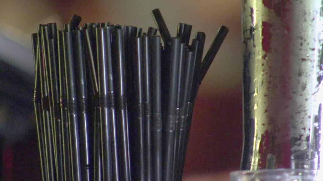 Materia-canudo-de-plastico