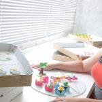 Santista muda do jornalismo para a confeitaria e faz mais de 30 festas por mês